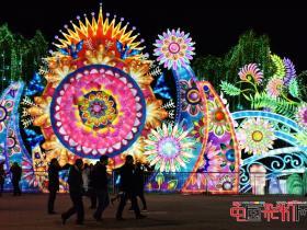自贡第十八届自贡国际恐龙灯会:六大主景区将点亮龙年灯会